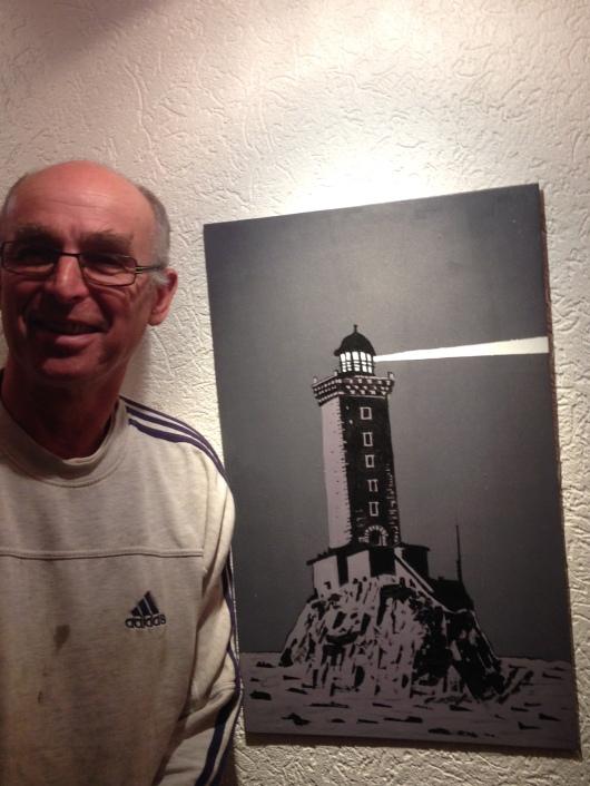 Gilbert Rousseau devant mon (son) phare des Triagoz