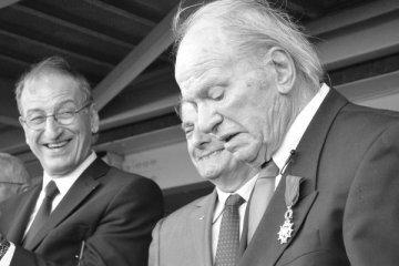 Noël Vandernotte reçoit la Légion d'Honneur des mains de Denis Masseglia